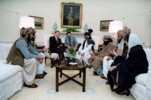 رونالد ريغان يلتقي بقادة اسلاميين في الأردن بحضور الملك الأردني