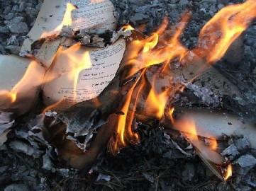 داعش تحرق آلاف الكتب التاريخية في متحف الموصل