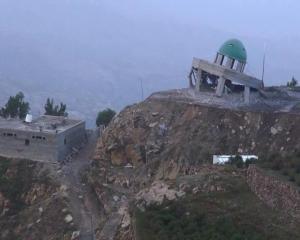 Saudi air force destroys mosque in bordering governorate of Saada in Yemen