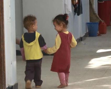 Two small refugees from Sada district to Houdeida in Yemen